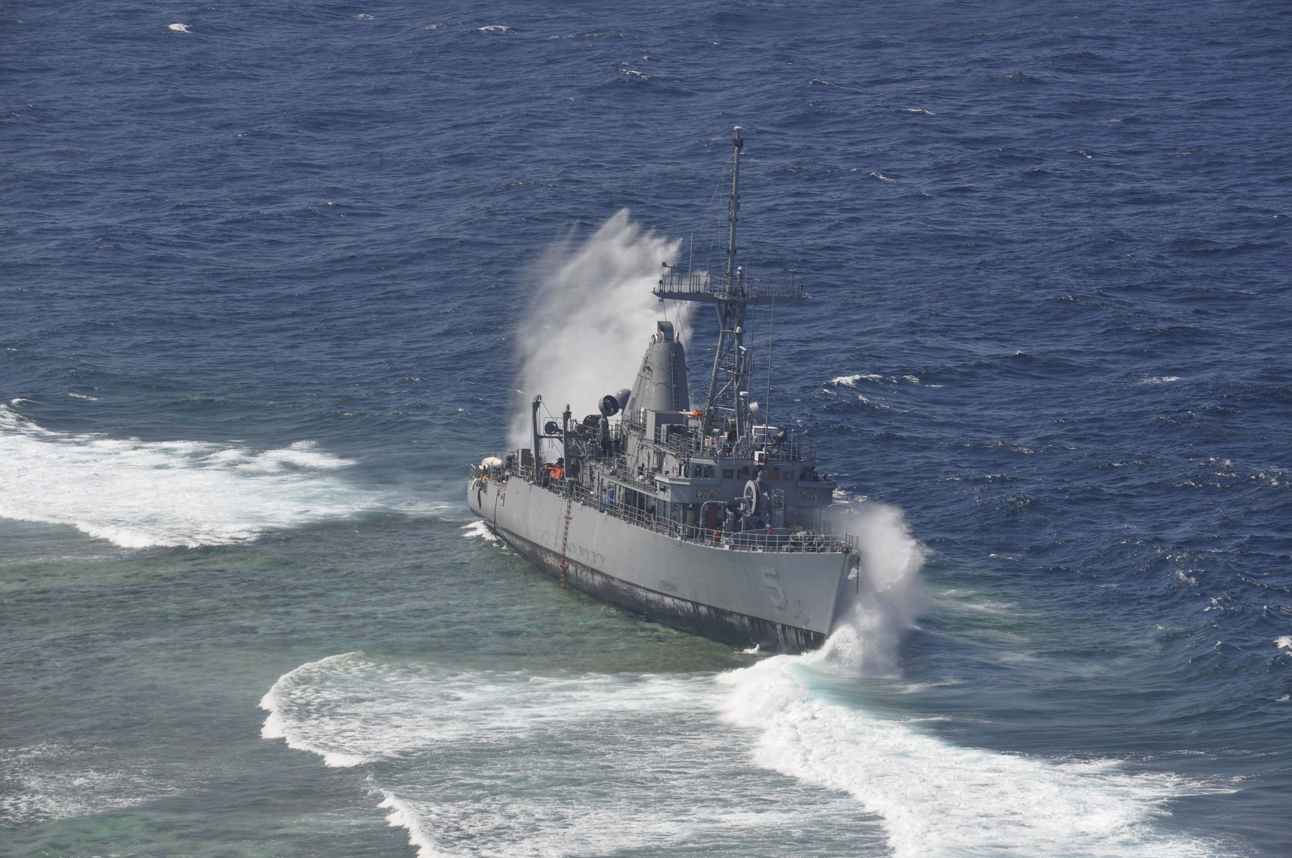 USS_Guardian_being_struck_by_a_wave_while_aground.jpg