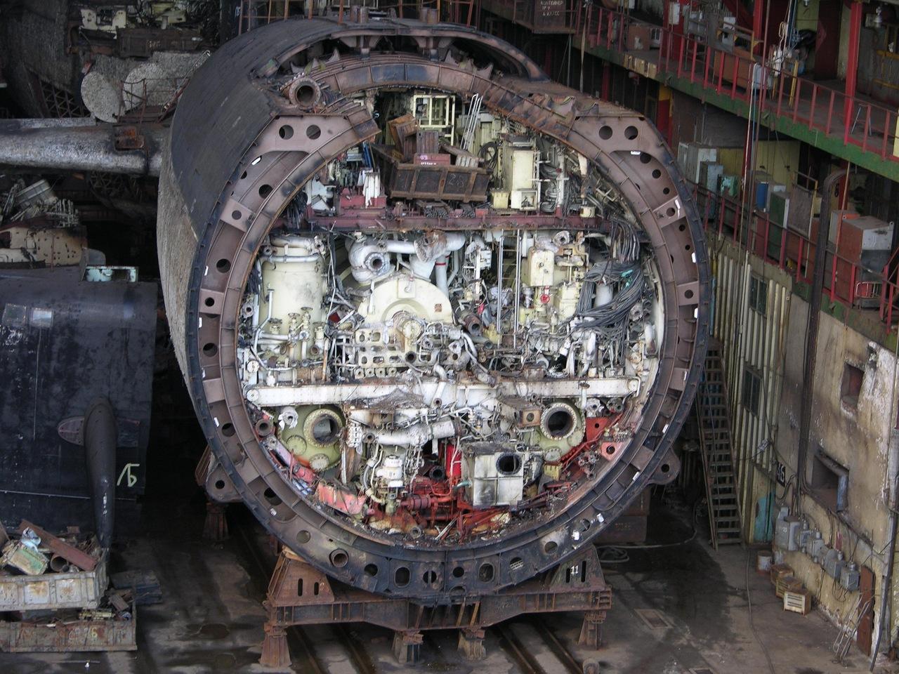разрез современной подводной лодки